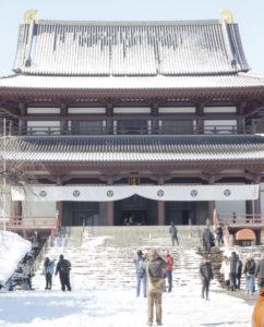 雪をかぶった増上寺