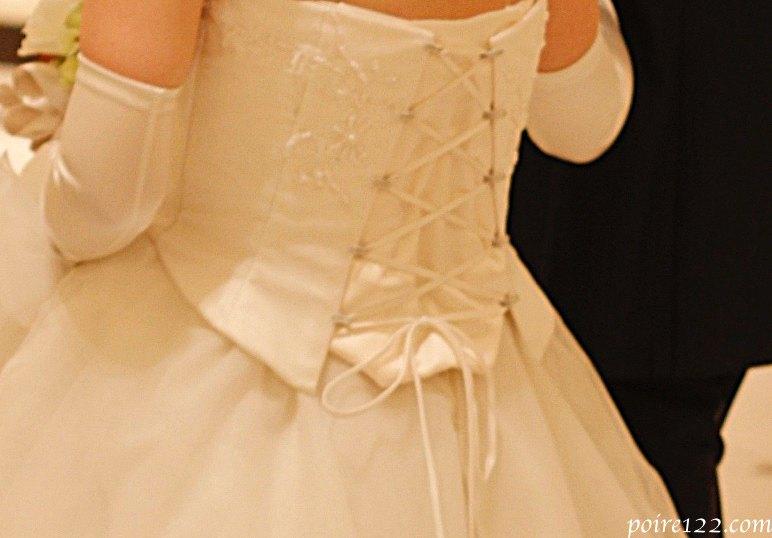 マタニティウェディングドレスの背中デザイン