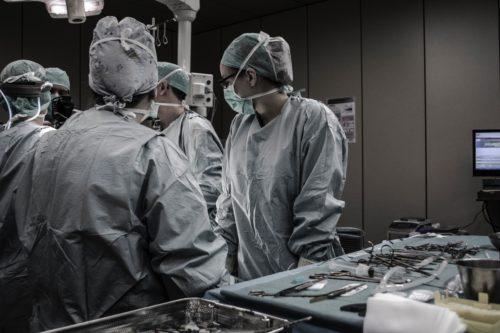 病院で手術