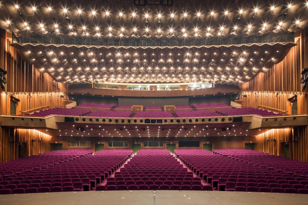 山崎育三郎はミュージカル界のプリンス!舞台、ドラマ、歌番組など活動をご紹介