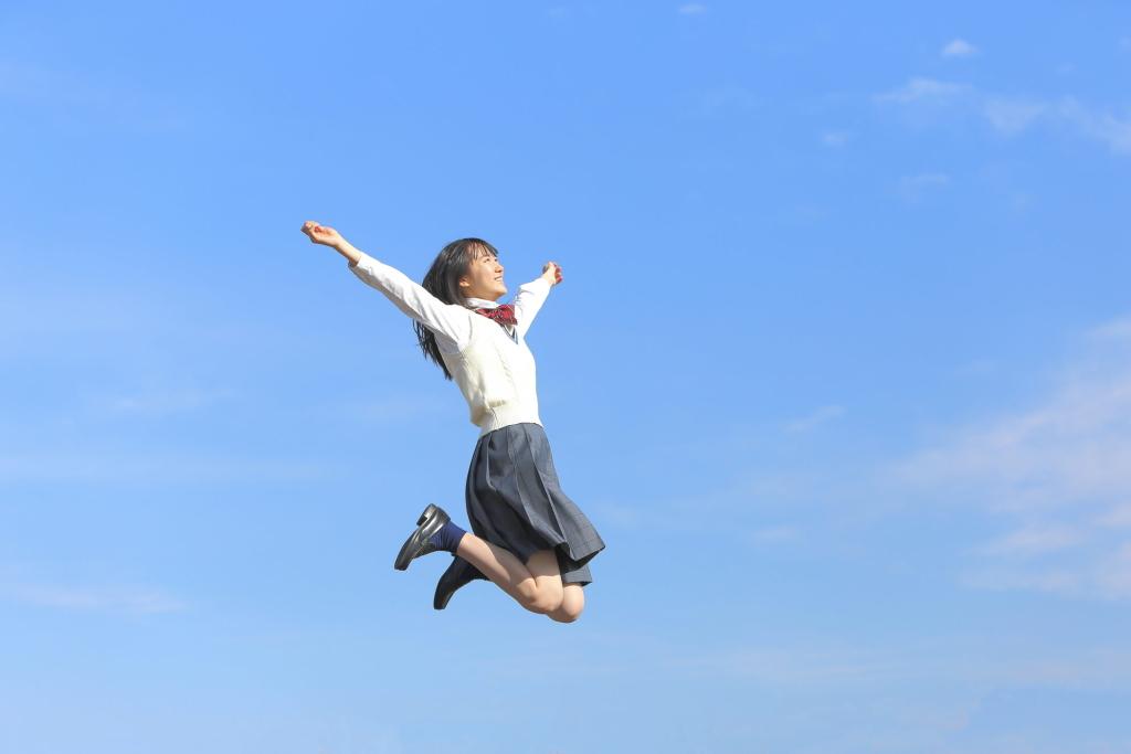 【夢占い】空を飛ぶ夢の意味は幸運の前触れ