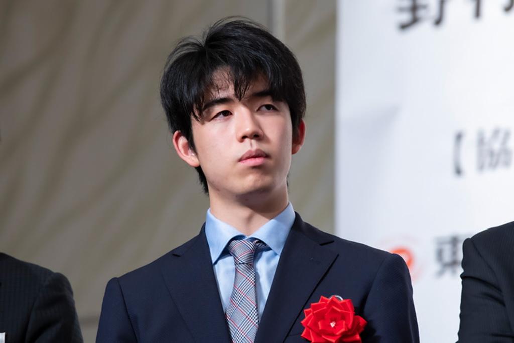 藤井聡太の八段やタイトル獲得、高校やプロフィール