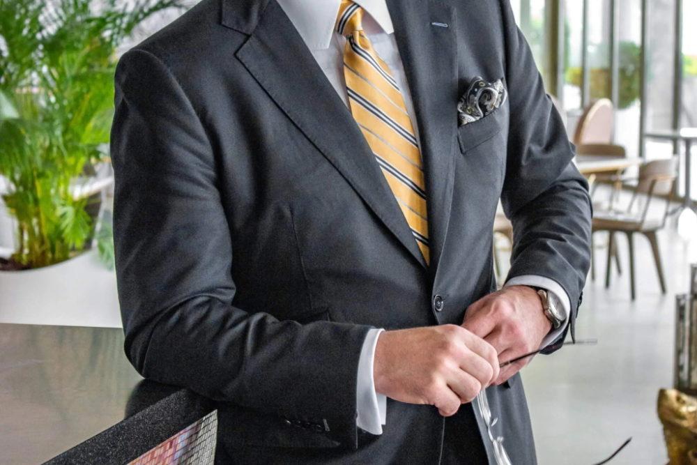 牧野涼介(バチェロレッテ)のスーツ会社や経歴、プロフィール